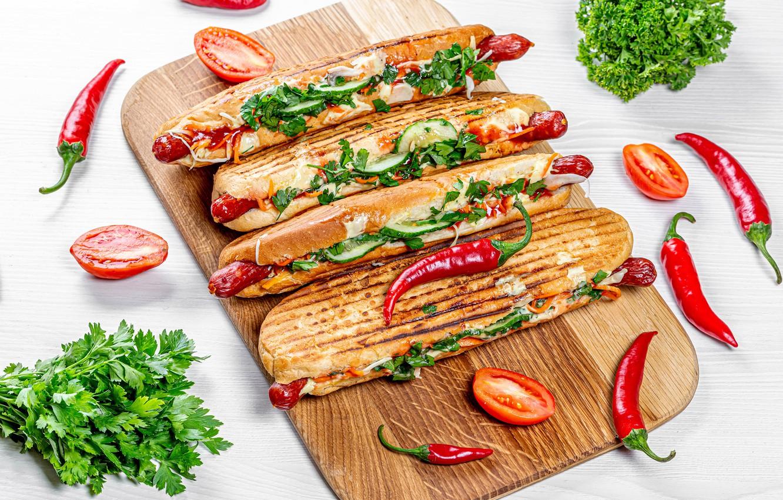 Фото обои зелень, сосиски, сыр, доска, перец, овощи, помидоры, хот-дог