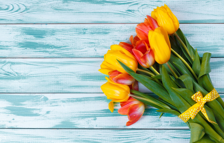 Фото обои цветы, букет, тюльпаны, red, yellow, wood, flowers, tulips