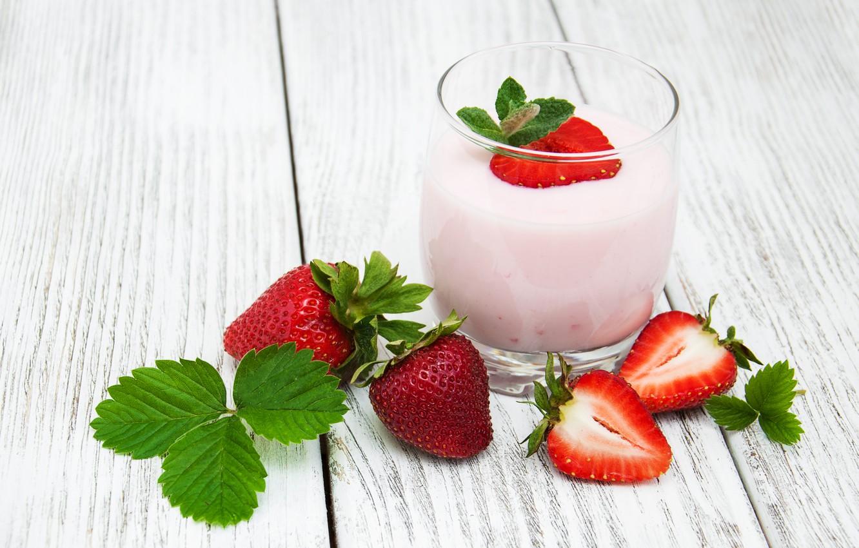 Клубничный йогурт картинки