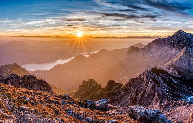 Фото обои небо, солнце, облака, лучи, горы, река, камни, скалы, Франция, панорама, дымка, возвышенность, Pyrenees