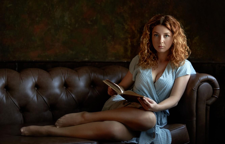 Фото обои взгляд, девушка, поза, диван, платье, книга, шатенка, Максим Пыжик, Макс Пыжик