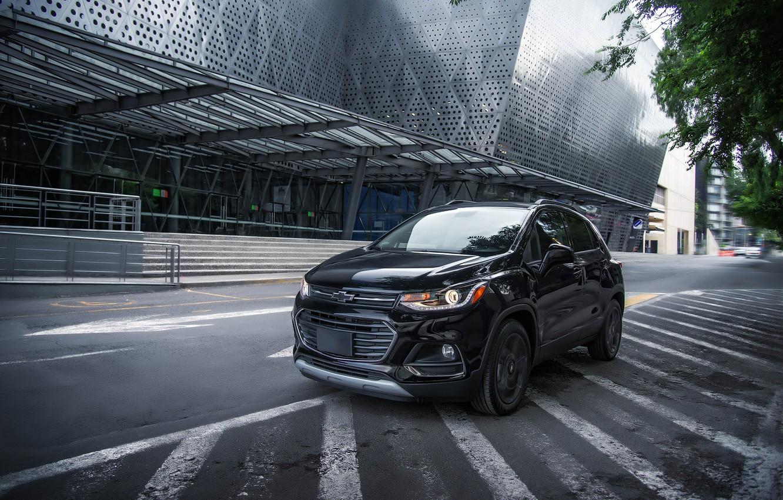 Фото обои дорога, улица, здание, Chevrolet, Midnight, Trax Premier