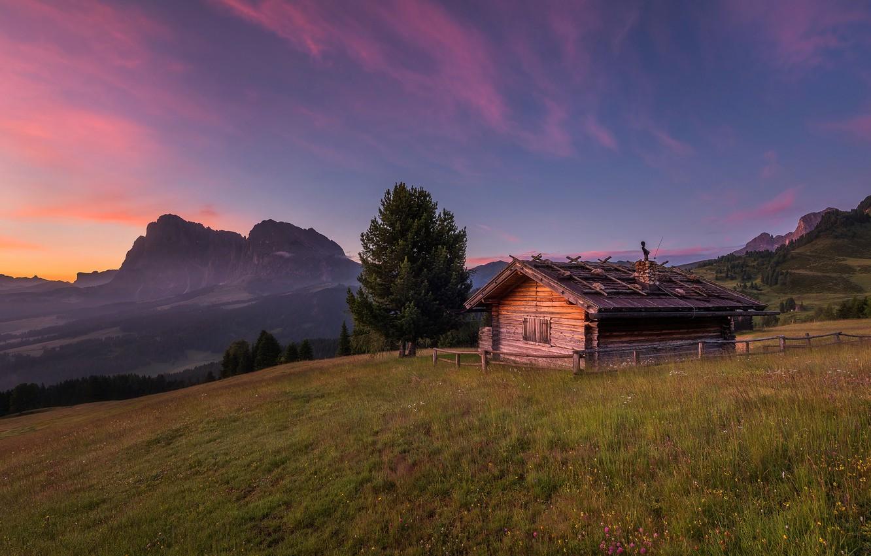 Фото обои поле, небо, деревья, горы, дом, италия
