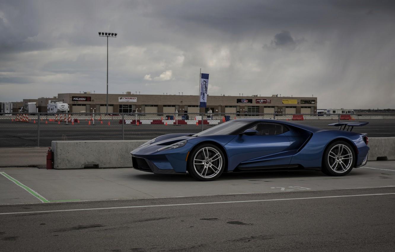 Фото обои небо, асфальт, синий, пасмурно, Ford, Ford GT