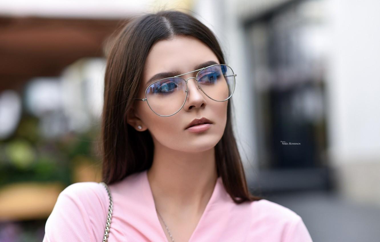 Фото обои модель, портрет, макияж, очки, прическа, шатенка, красотка, в розовом, боке, Maksim Romanov