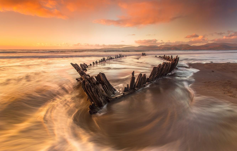 Фото обои море, пляж, вода, свет, океан, лодка, скелет, полная