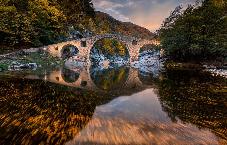 Фото обои осень, лес, горы, мост, река, Болгария, Bulgaria, Devil's Bridge, Rhodope Mountains, Родопы, Дьявольский мост, Arda ...
