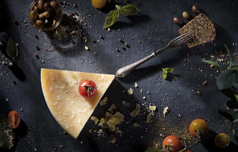 Фото обои сыр, помидоры, оливки, пармезан