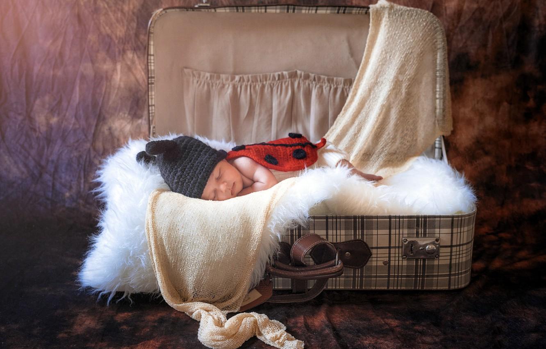 Фото обои уют, чемодан, ребёнок, младенец