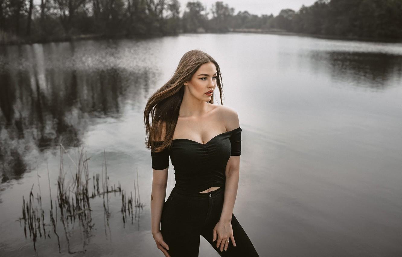 Фото обои девушка, поза, река, декольте, длинные волосы, Jiří Tulach