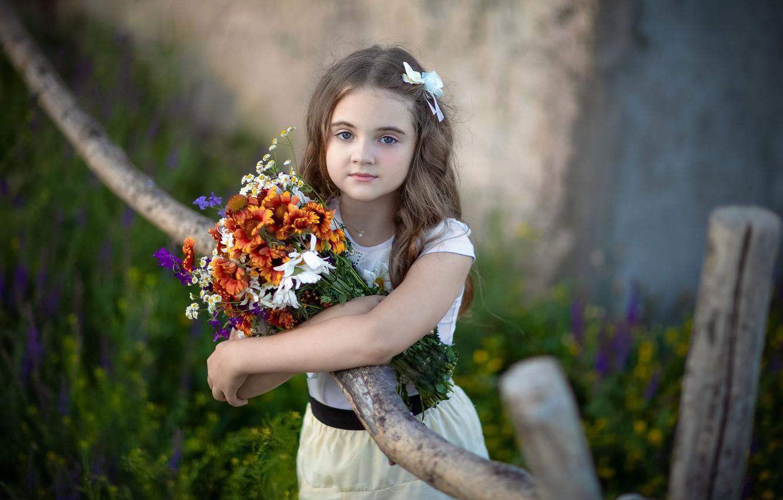 Фото обои цветы, ветки, природа, букет, девочка, ребёнок, локоны, русая, Юрий Коротун