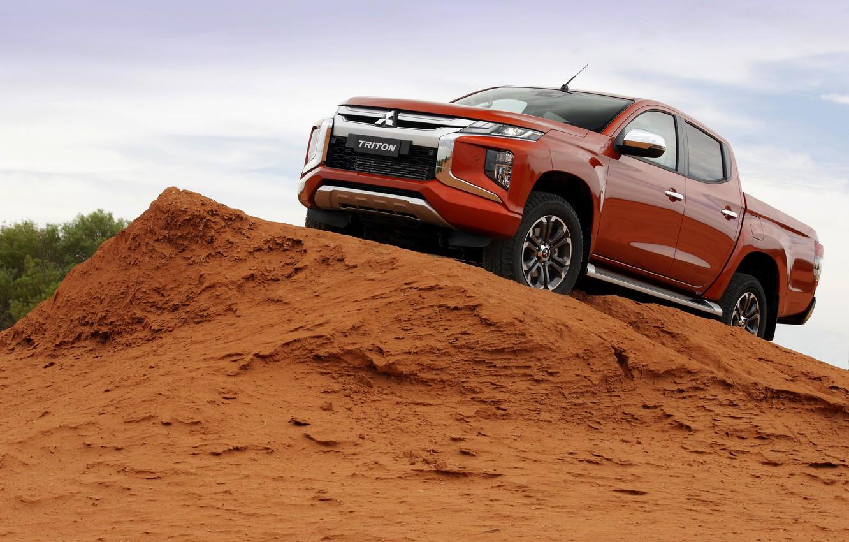 Фото обои песок, небо, Mitsubishi, пикап, Double Cab, L200, Triton, 2019