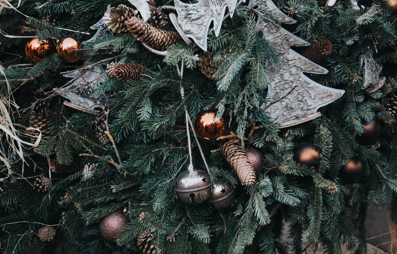 Фото обои праздник, елка, новый год, рождество, шарик, украшение, шишки