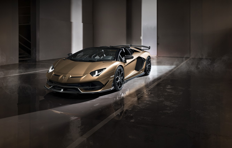 Фото обои машина, свет, фары, Lamborghini, ворота, спорткар, боксы, roadster, Aventador, SVJ