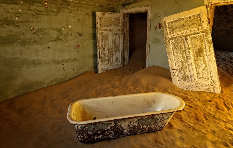 Фото обои песок, двери, ванна