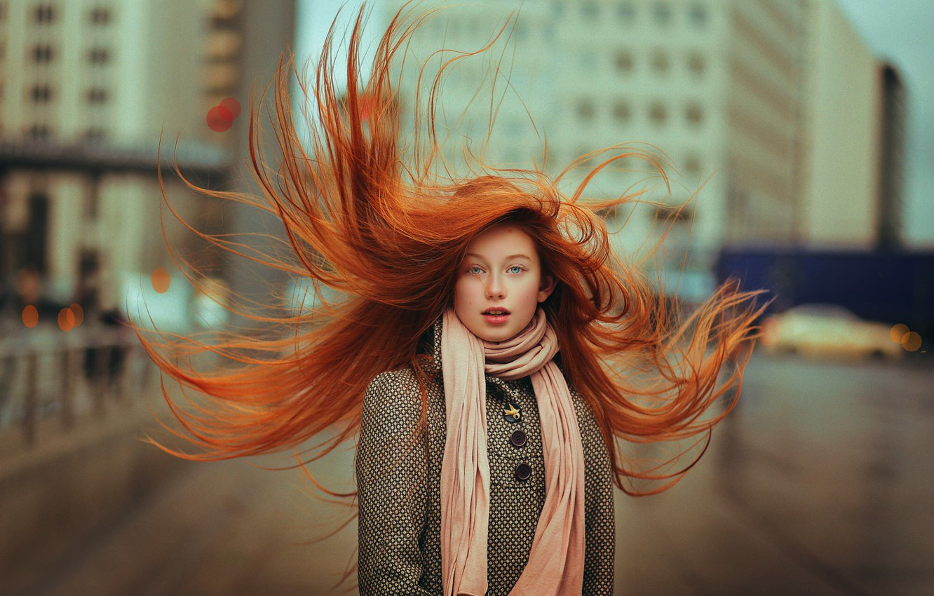 the-red-hair-devochka-veter-ryzhevolosai
