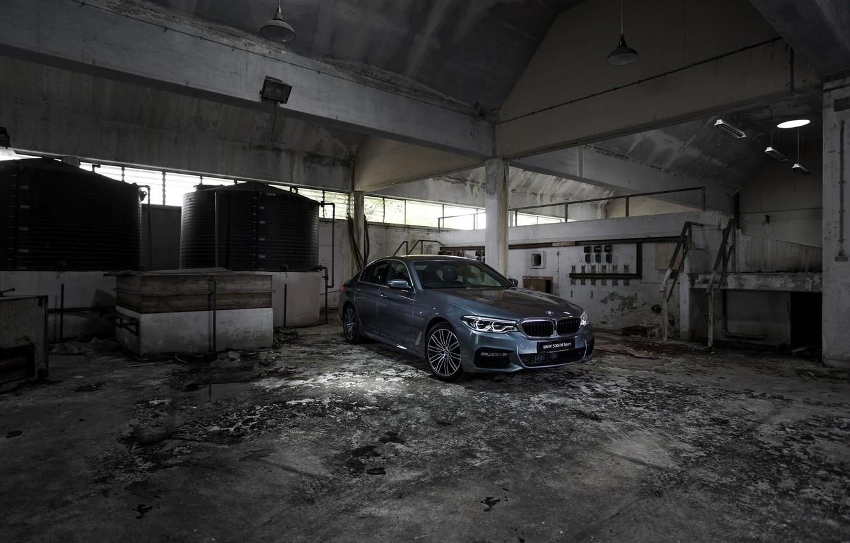 Фото обои серый, стены, BMW, седан, бетон, 530i, 5er, четырёхдверный, 5-series, G30