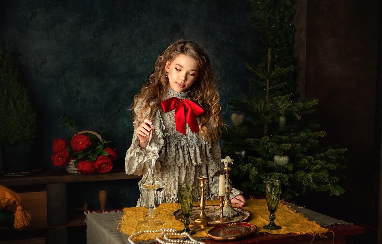 Фото обои цветы, праздник, корзина, новый год, рождество, свечи, ожерелье, бокалы, девочка, жемчуг, ёлка, подросток, Анастасия Бармина, …