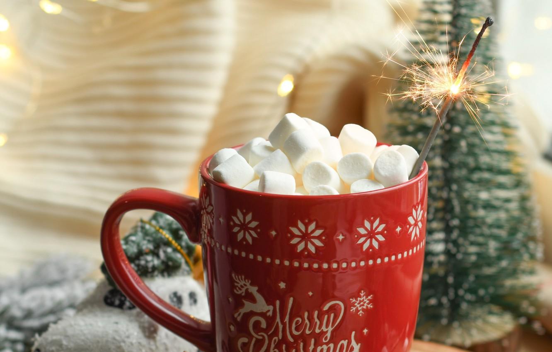 Фото обои Рождество, кружка, Новый год, ёлка, гирлянда, праздники, бенгальский огонь, зефир