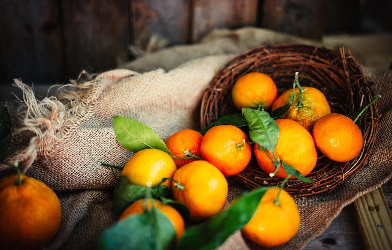 Фото обои листья, доски, ткань, корзинка, цитрусы, мешковина, мандарины
