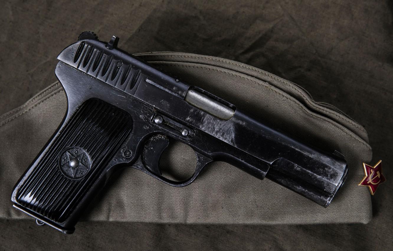 Фото обои Пистолет, Пилотка, Тульский Токарев, Пистолет ТТ Героя Советского Союза Юрия Науменко