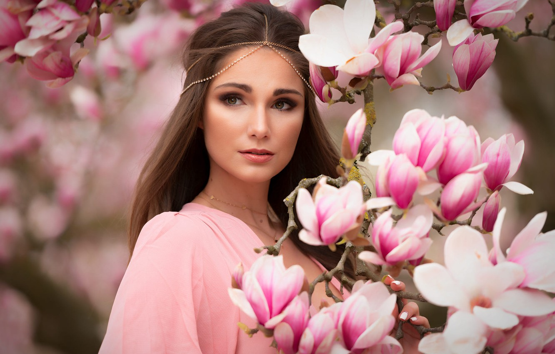 Фото обои взгляд, девушка, ветки, природа, шатенка, цветки, магнолия, Mark Prinz