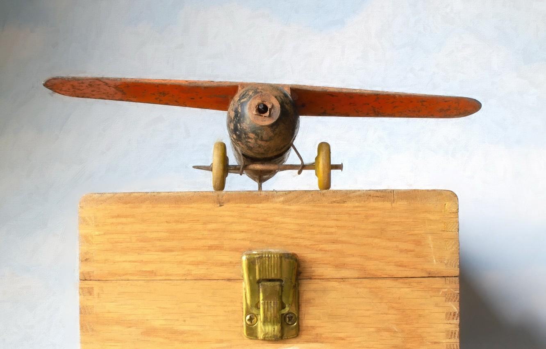 Фото обои фон, игрушка, самолёт