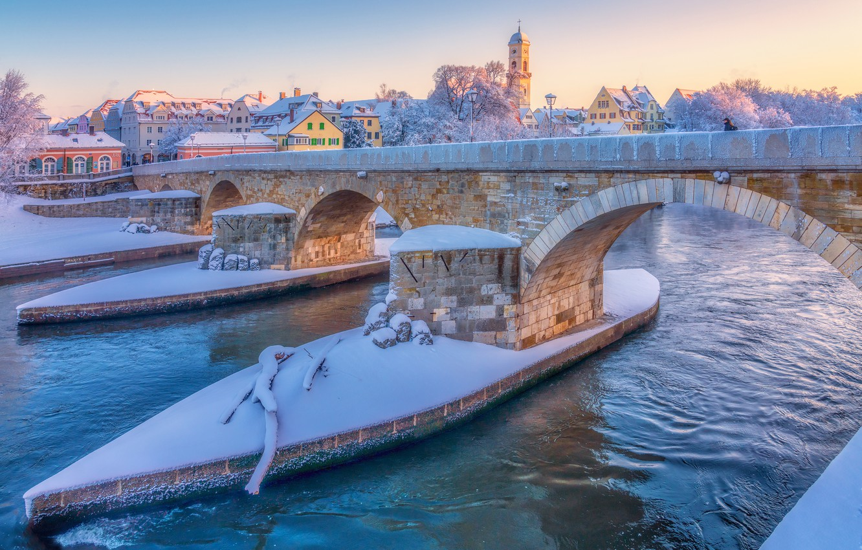 Фото обои зима, снег, мост, река, Германия, Germany, Регенсбург, Regensburg, Stone Bridge, Danube River, Река Дунай, Каменный …