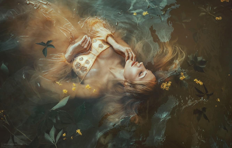 Фото обои листья, вода, девушка, цветы, поза, ситуация, платье, закрытые глаза, Marketa Novak, Olga Lounova