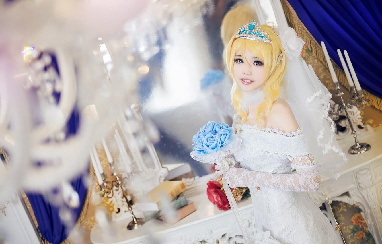 Фото обои взгляд, девушка, свет, украшения, цветы, поза, стиль, милая, белое, книги, портрет, розы, интерьер, свечи, руки, …