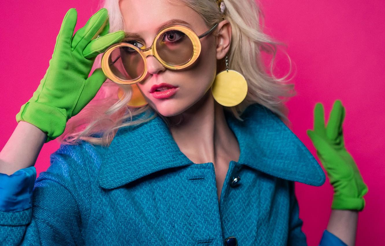 Фото обои девушка, стиль, фон, модель, макияж, очки, пальто