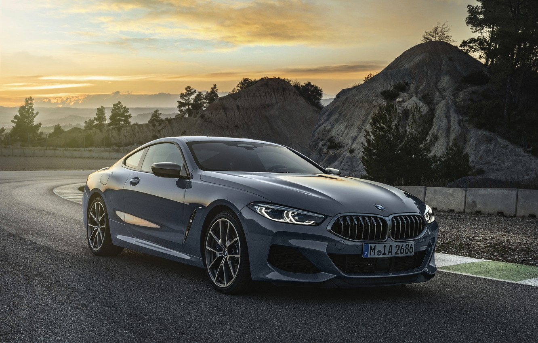Фото обои закат, холмы, растительность, купе, BMW, Coupe, 2018, серо-синий, 8-Series, бледно-синий, M850i xDrive, 8er, G15