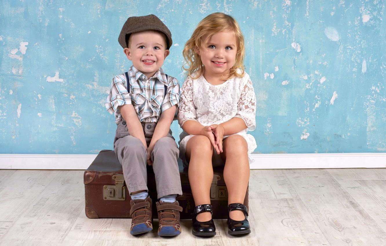 Фото обои дети, мальчик, девочка, чемодан, girls, улыбки, boys, little