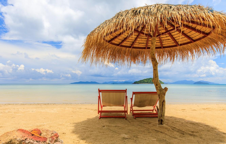Фото обои песок, море, пляж, лето, небо, солнце, пальмы, берег, зонт, шезлонг, summer, beach, sea, umbrella, seascape, …