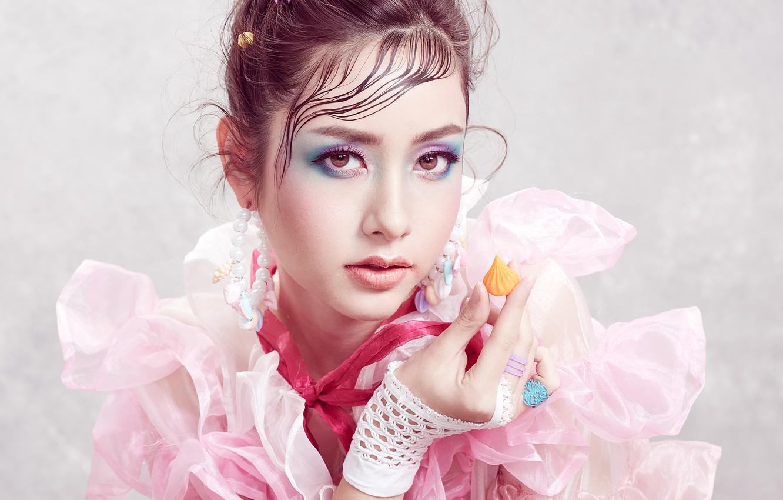 Фото обои взгляд, девушка, лицо, фон, рука, портрет, макияж, азиатка, Sofie