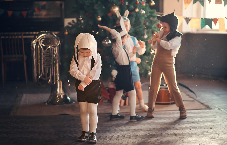 Фото обои дети, праздник, новый год, волк, труба, ёлка, маски, костюмы, зайчики, детский сад, Марианна Смолина