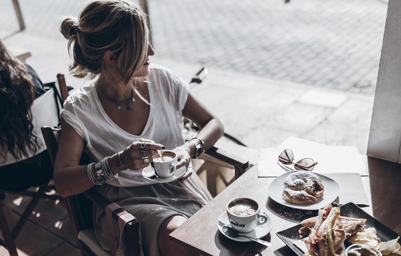 фото в кафе за столиком без лица нам заявку