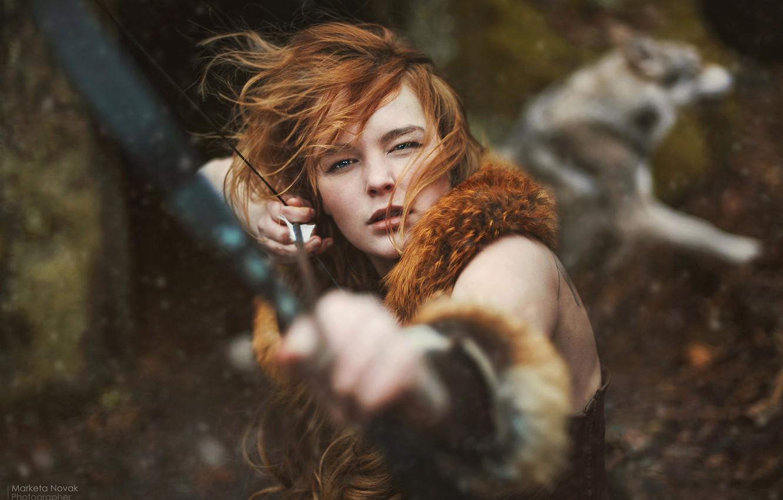 Фото обои взгляд, девушка, лицо, волосы, лук, рыжая, рыжеволосая, Marketa Novak, Víťa Tůmová