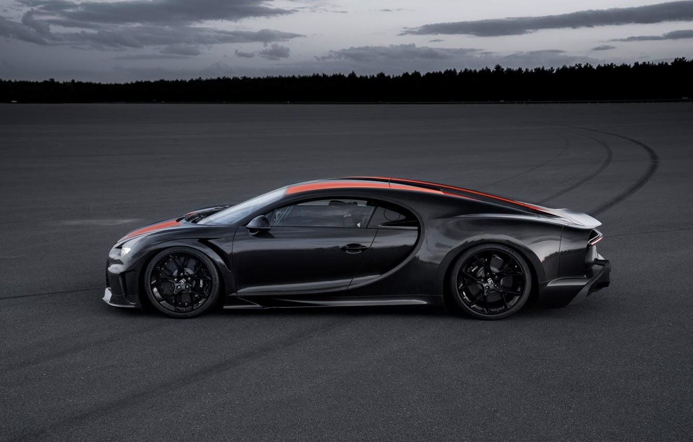 Фото обои асфальт, Bugatti, гиперкар, Chiron, Super Sport 300+