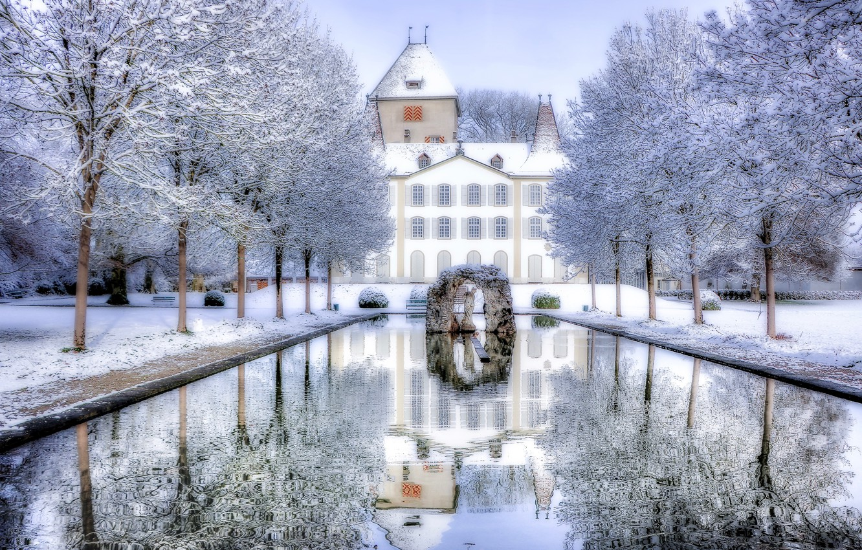 Фото обои зима, снег, деревья, пруд, отражение, замок, Швейцария, Switzerland, Йегенсторф, Замок Йегенсторф, Jegenstorf Castle, Jegenstorf