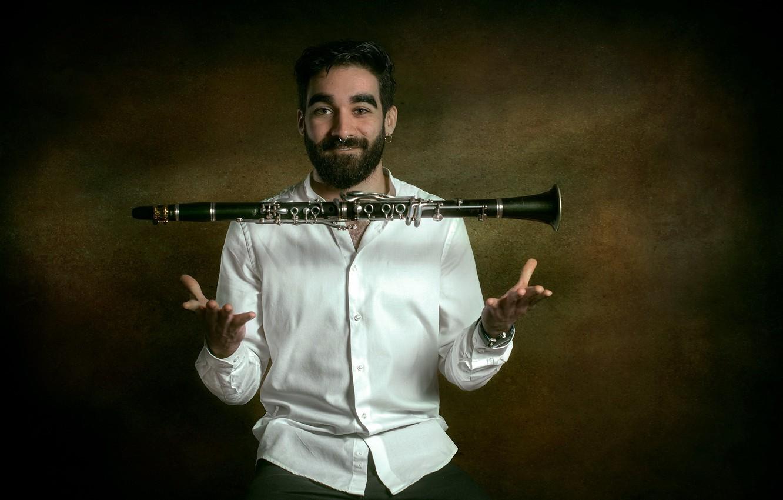 Фото обои человек, фокус, кларнет