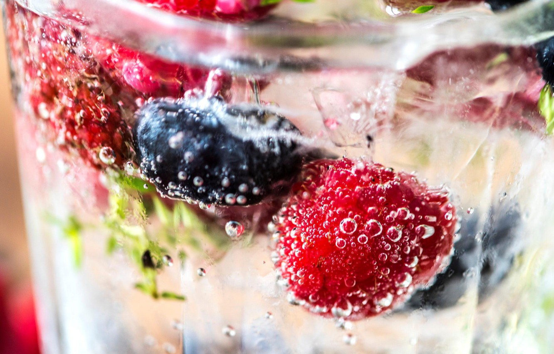Фото обои вода, ягоды, напиток