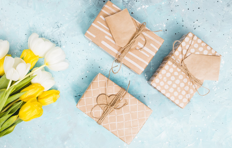 Фото обои день рождения, букет, подарки, тюльпаны, коробки