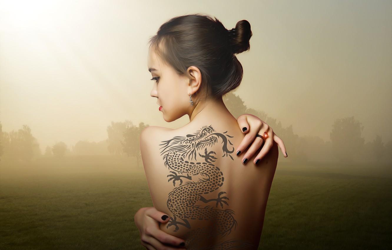 Фото обои девушка, украшения, пейзаж, тату, прическа, спина голая, сепия фон