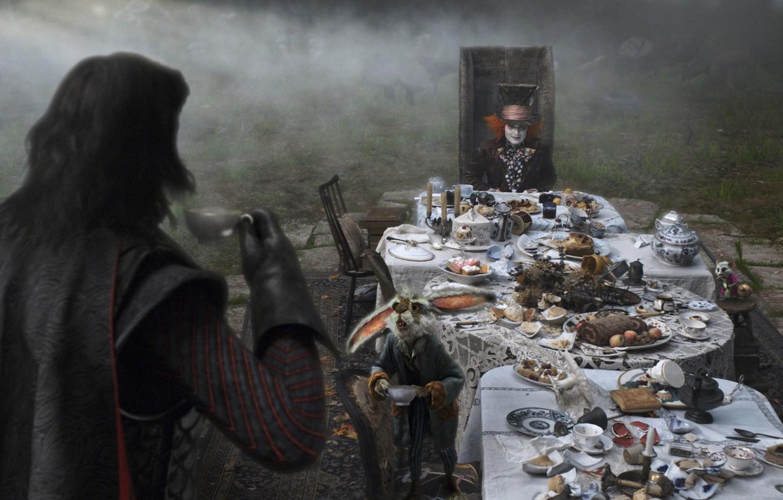 Фото обои Johnny Depp, кролик, чаепитие, Alice in Wonderland, Алиса в Стране Чудес, Mad Hatter, черный плащ, …
