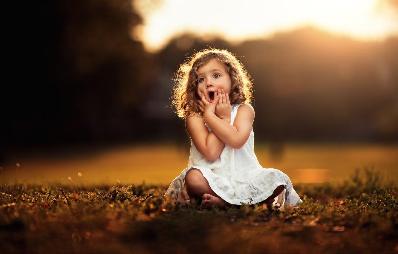 Фото обои удивление, руки, платье, девочка, ребёнок, боке
