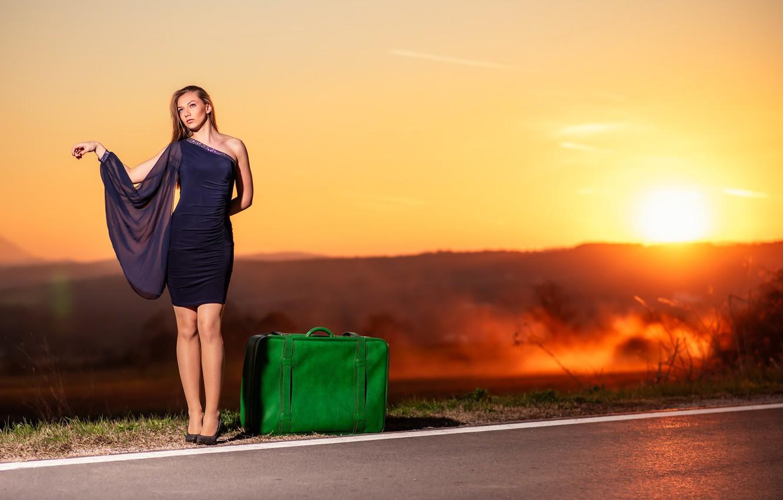 Фото обои дорога, девушка, чемодан
