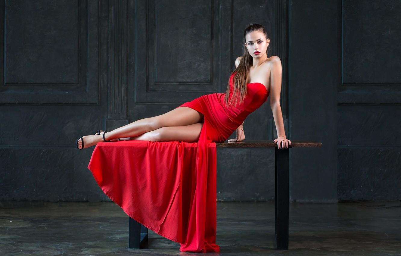 Фото обои девушка, поза, разрез, красное платье, на столе, Алексей Лозгачёв