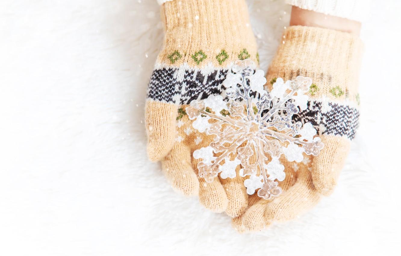 Фото обои зима, снег, love, снежинка, winter, варежки, snow, hands, snowflake