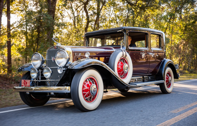 Фото обои Cadillac, Дорога, Колеса, Спицы, Classic, Хром, Classic car, 1930, Шины, Cadillac V16 452 Club Sedan